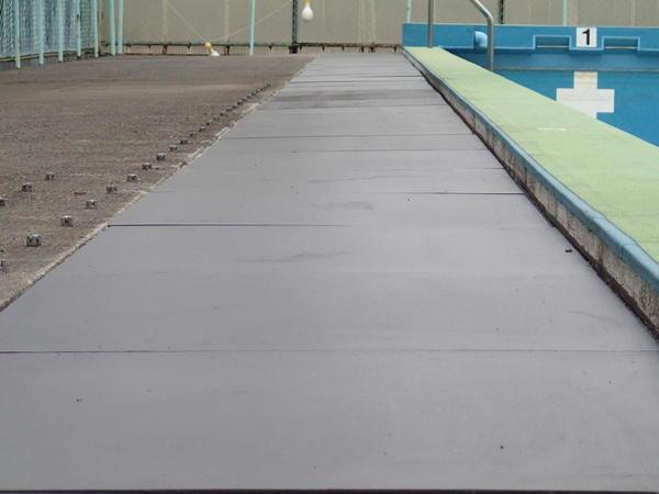 プールサイド鋼板